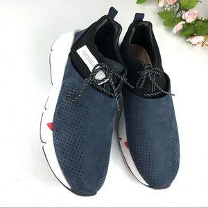 Under Armour Sports Wear Blue Shoes Size 10